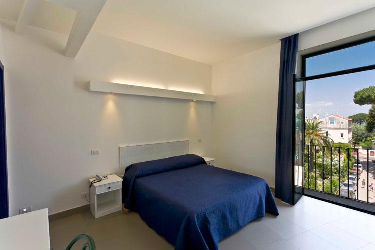 Habitaciones y precios hotel eden sorrento for Precio habitacion hotel